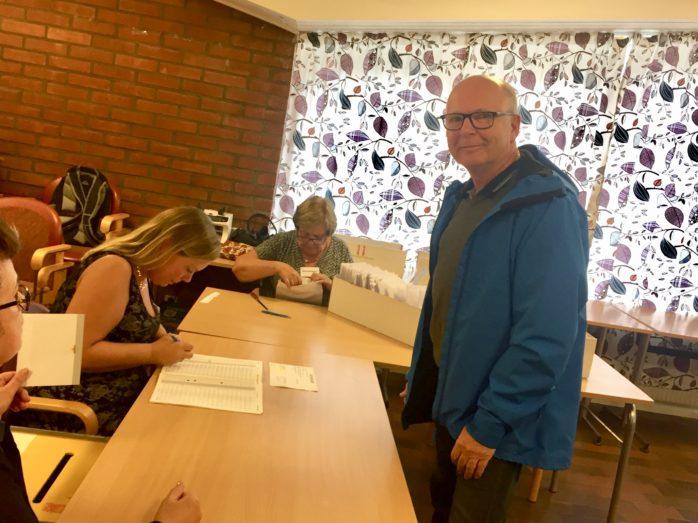 Lennart Flodin var en av många som kom till Medborgarhuset i Alafors för att rösta på valdagen.