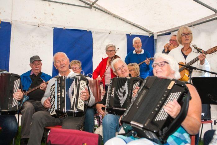 Fredag och lördag 7-8 september arrangeras dragspelsstämma på Skogsvallen i Kollanda.