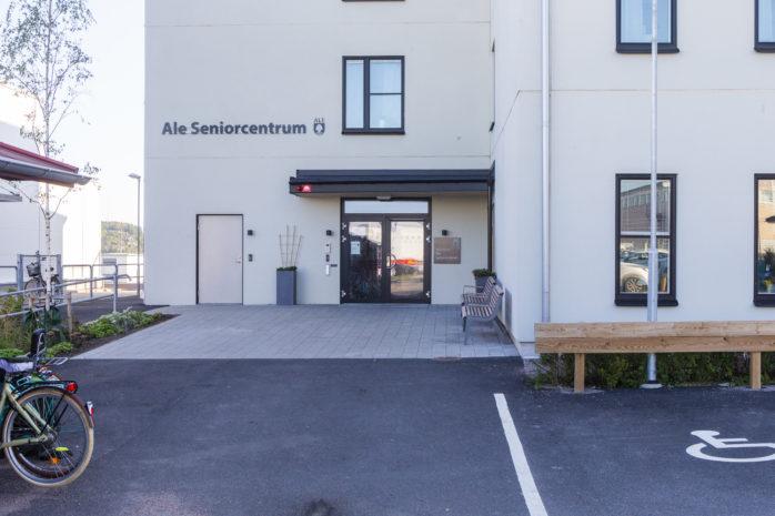 I januari öppnade Ale Seniorcentrum dörrarna för första gången, men enligt Ann-Sofie Borg, verksamhetschef för Särskilt boende och Hemsjukvård, finns det fortfarande saker som behöver förbättras.