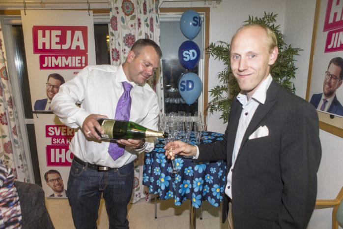 Robert Jansson, gruppledare för SD i Ale, kunde dricka champagne med gott samvete.