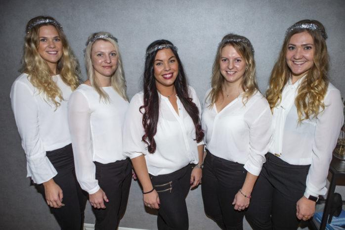 Elin Wadström, Evelina Lindgren, Sandra Frånlund, Andrea Lindgren och Anna Wadström håller i ett eget luciatåg som bland annat ska ha en konsert i Starrkärrs kyrka.