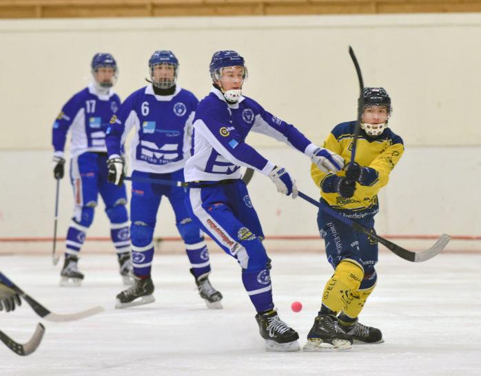 Daniel Jönsson gjorde Surtes mål i förlusten mot Mölndal. I morgon väntar Vargön hemma i Ale Arena.  Arkivfoto: Allan Karlsson.