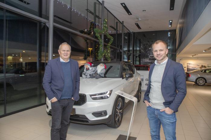 Åke och Tom Stendahl på Stendahls Bil kan se tillbaka på ett intensivt 2018. Inte nog med att bilförsäljningen slog rekord, dessutom öppnade företaget en ny verkstad i Älvängen.