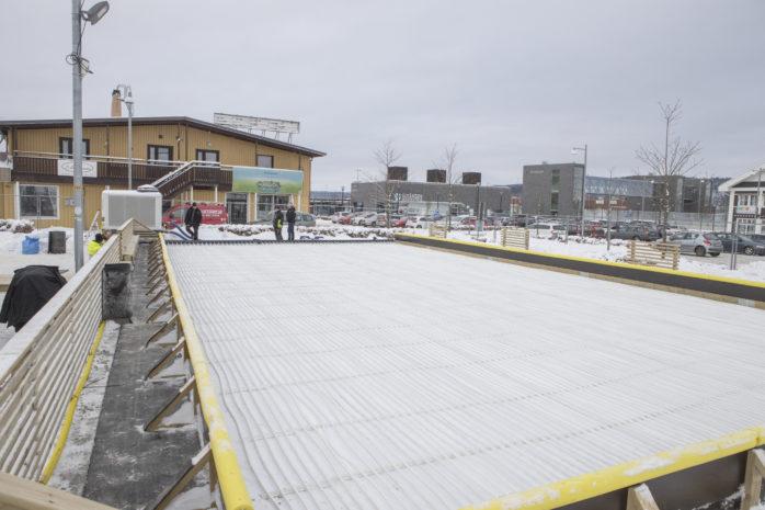 Isbanan i Älvängen centrum invigs kl 11 på lördagen.