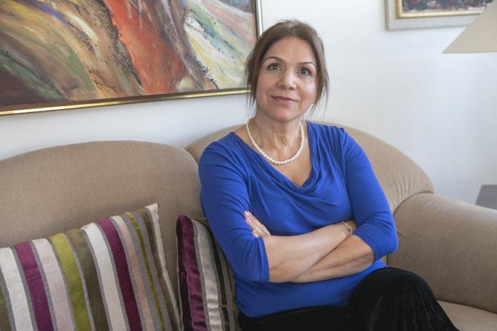 Victoria B. Söderlund är kritisk över hur hennes dotter, som är född med en medelsvår intellektuell funktionsnedsättning, behandlas. Victoria och hennes familj protesterar nu mot kommunens hantering.