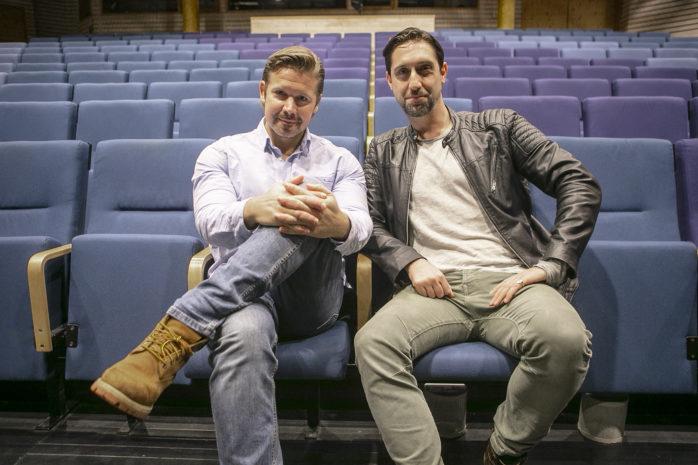 Kalle Leander och Alexander Grove är två av de tre medlemmarna i tenorensemblen TENORI som står på scen i Ale Kulturrum söndagen den 24:e februari.