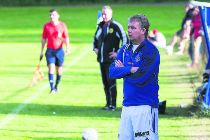 Peter Karlsson, Nol IK:s evige tränare, utmanades när hela sju spelare från den tidigare startelvan var odisponibla. Arkivbild.