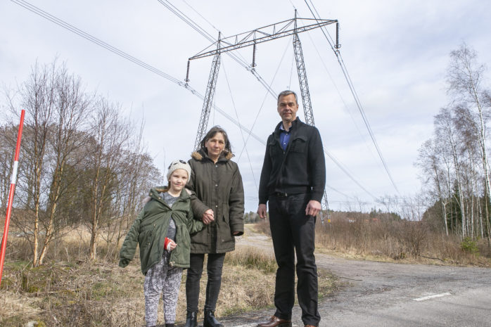 Majvor Johansson och Magnus Arthurson är medlemmar i Regional Motström. De är kritiska mot Svenska Kraftnäts planer om att bygga en ny kraftledning som bland annat ska gå genom Ale och Lilla Edet.