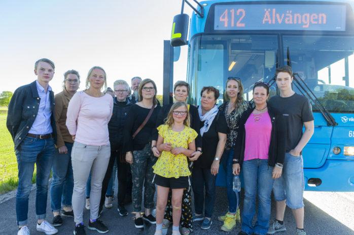 Busslinje 412 kommer att försvinna, vilket har väckt starka reaktioner på landsbygden. En Facebook-grupp samt en namninsamling har startats för att bevara bussen.