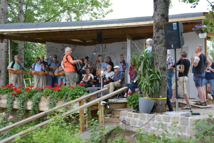 I lördags arrangerades spelmansträff på Café Torpet.