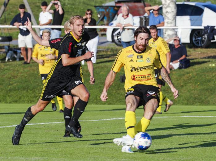 Robin Eriksson slog till med besked borta mot IFK Falköping. Två mål och en orsakad straff. Segermålet satte han i 94:e minuten... Arkivbild.