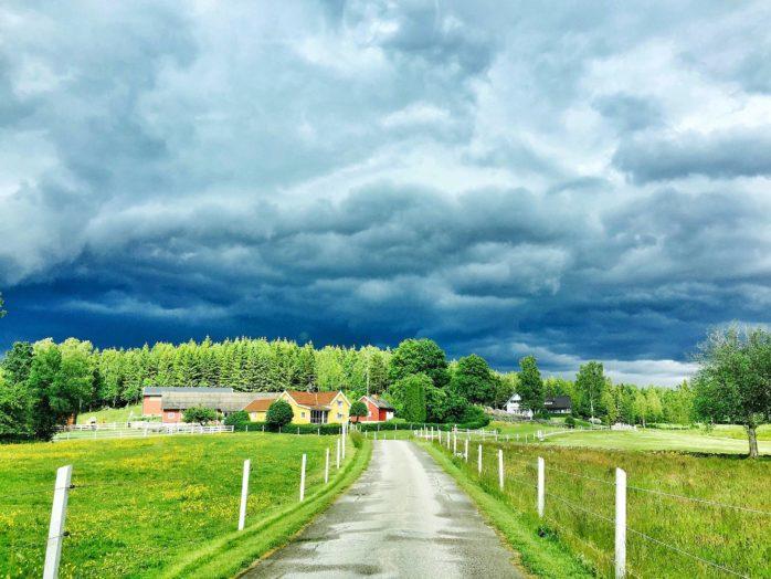 I södra Älvsborg har antalet skadeanmälningar till följd av åska i hemmet ökat markant den här sommaren.