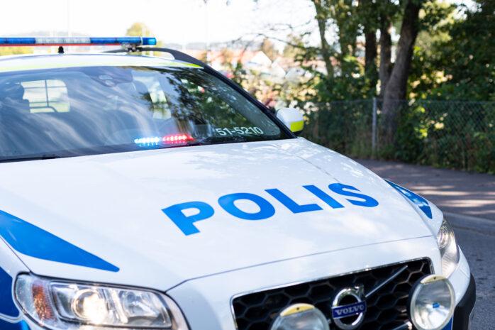En kille i 18-årsåldern blev slagen och rånad på sin mobil i Bohus.