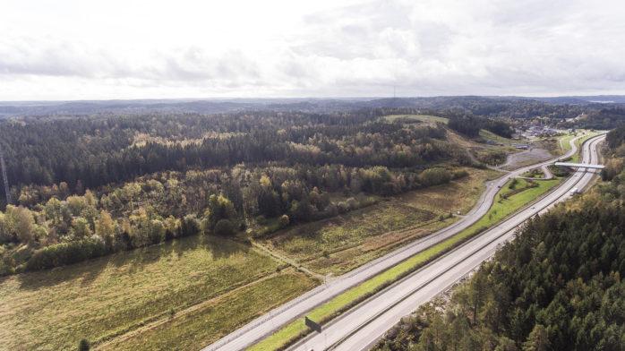 Socialdemokraterna vill utreda möjligheten att anlägga en ny motorstadio mellan kraftstationen och Alebacken.