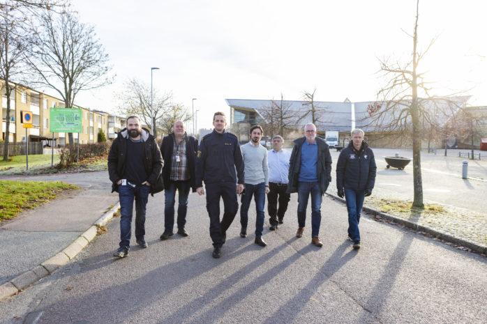 Tisdagen den 12 november arrangeras ett stormöte i Da Vinciskolans bamba i syfte om att kunna öka vuxennärvaron i Nödinge på kvällstid. Representanter från Ale kommun, Alebyggen, polisen och inte minst engagerade medborgare kommer att närvara.