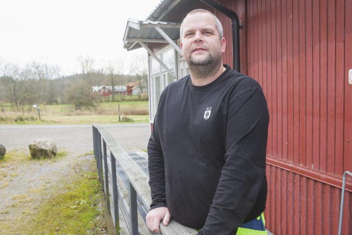 Lennie Kjellman arbetar med yttre hemtjänst. Nu försvinner verksamheten från kommunen.