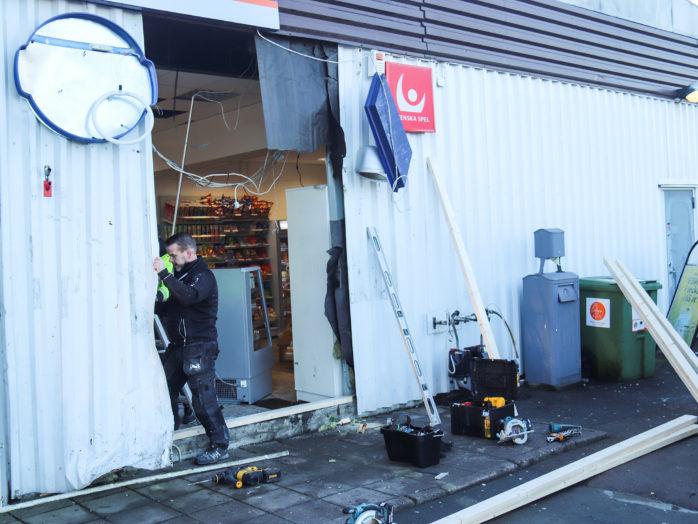 Förödande skadegörelse efter nattens inbrott hos Gulf i Nol. Foto: Christer Grändevik