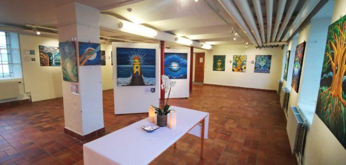 Nu på söndag, den 26 januari, blir det vernissage på Glasbruksmuseet. Natasa Icagic, som bor i Surte, ställer ut tavlor i olja och akvarell.