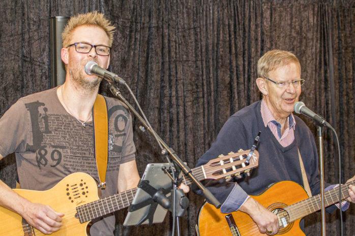 Johan och Lars-Eric Frendberg svarar för underhållningen på Repslagarmuseets Musikkafé nu på torsdag den 20 februari.