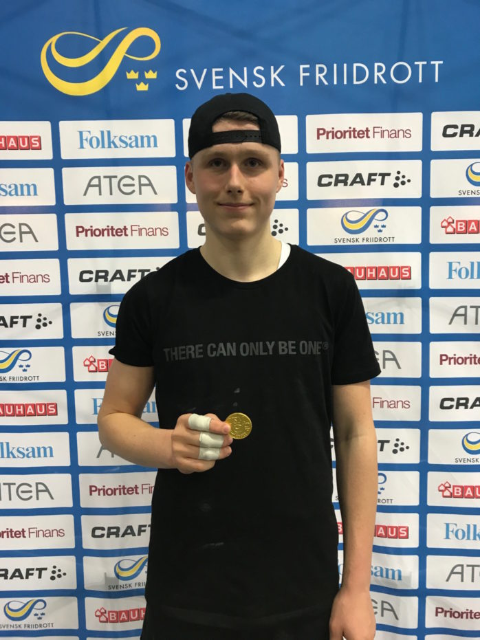 Leo Zikovic från Bohus är svensk ungdomsmästare i kulstötning. Foto: Privat.