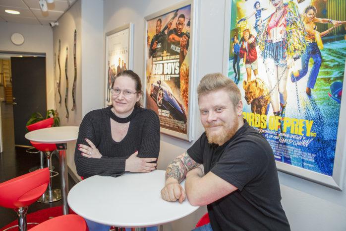 Caroline Andersson och Anton Johansson på Folkets Hus i Lilla Edet låter meddela att biografen håller stängd till och med den 16 april. Arkivbild: Jonas Andersson