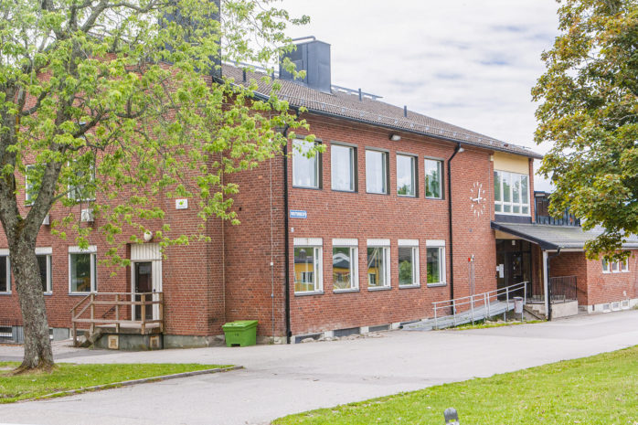 Gratis lunch till gymnasieelever kommer att serveras på Fuxernaskolan (bilden) i Lilla Edet och på Tingbergsskolan i Lödöse.