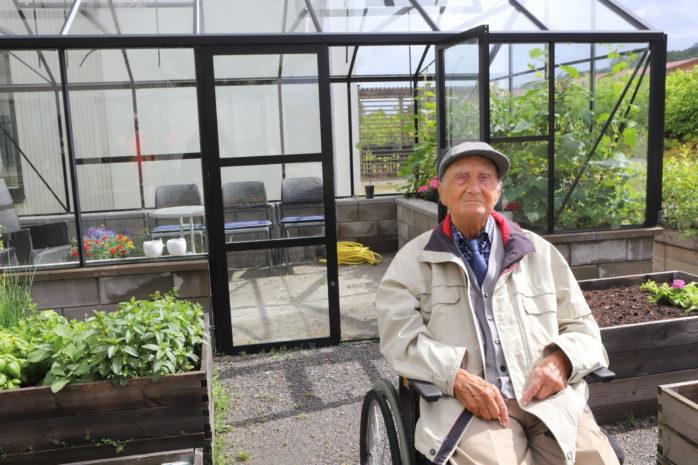 Rune Olausson på Ale Seniorcentrum fyller 100 år onsdagen den 8 juli.