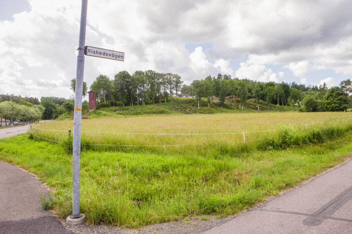 Ett nytt bostadsområde planeras att byggas i Alafors längs med Sjövallavägen och Rishedsvägen.
