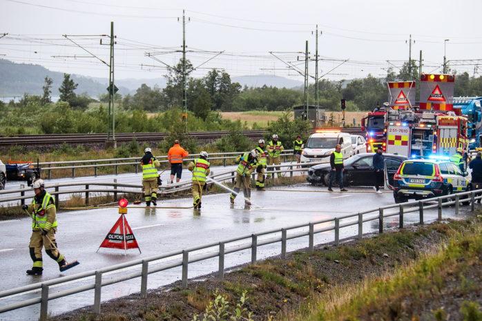 Trafikolycka på E45 i norrgående rikting strax före Klädkällaren i Stora Viken.