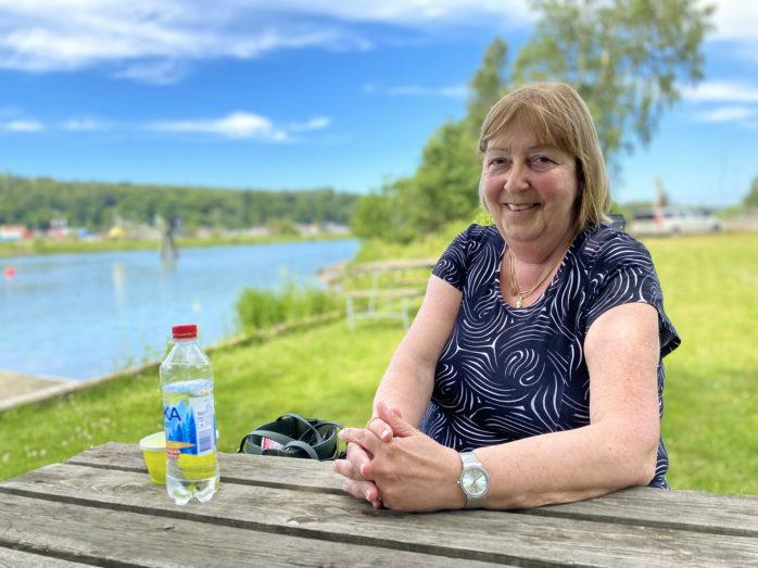 Monica Samuelsson (S), oppositionsråd i Ale, valde att sitta nära vackra Göta älv vid årets sommarintervju.