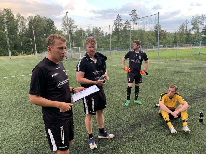 Johan Elving och Ola Holmgren, tränare för Skepplanda BTK:s herrar fick summera en förlust borta mot Byttorps IF.