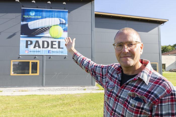 Klas Berg på West Coast Padel som snart öppnar sin nya anläggning i Nödinge, granne med Yrkesgymnasiet.
