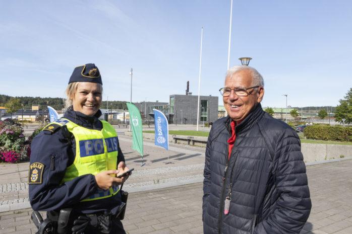 Jessica Ask från Polisen Kungälv/Ale i samtal med Bohusbon Fritz Fritzson.