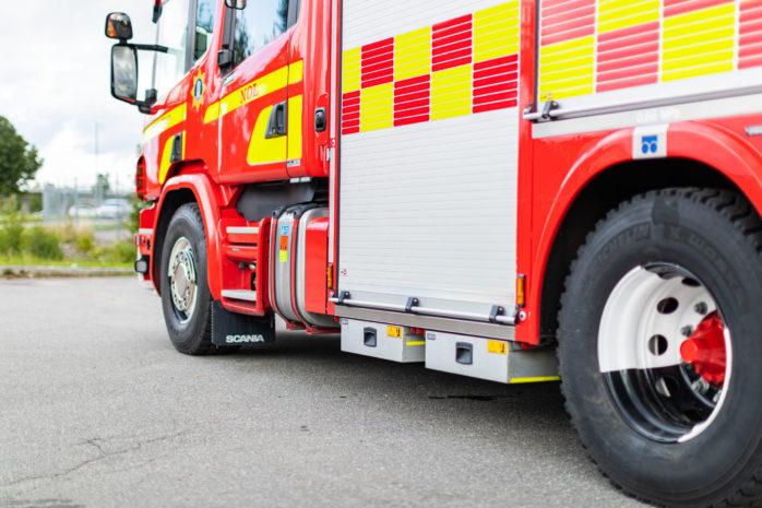 En lastbilsförare fick åka till sjukhus efter en singelolycka.