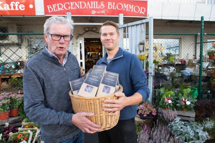 I måndags var det efterlängtad pepparkakspremiär hos Bergendahls. Pepparkaksbagaren själv Anders Gustafsson kom med den första leveransen till Tommy Bergendahl.