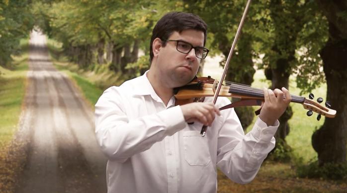 Stefan Lindström är tillbaka med en ny musikvideo efter en lång och ångestfylld depression.