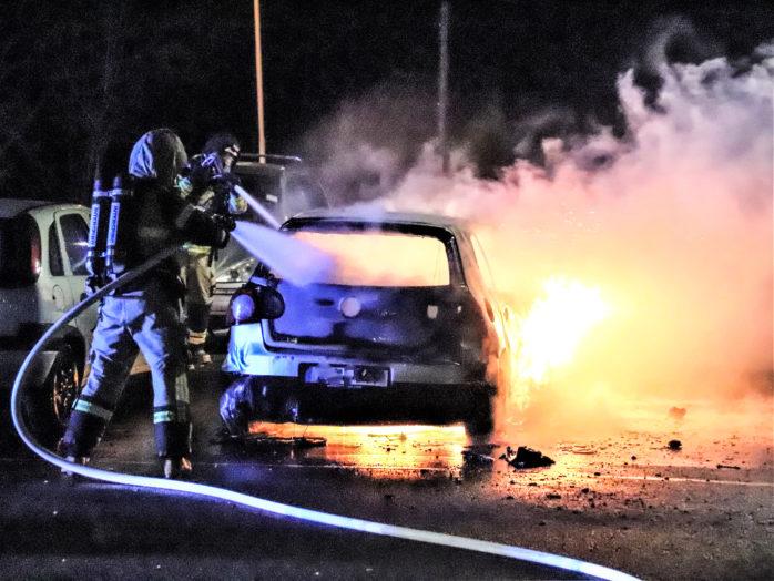 I lördags brann en bil på Klöverstigen 61 i Nödinge. Bild: Christer Grändevik.