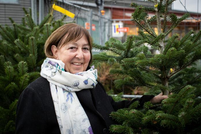 Oppositionsråd Monica Samuelsson (S) tycker att Koalitionen sparar för mycket. Det finns enligt henne pengar att förstärka nämnderna med redan nu.