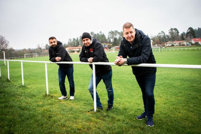 Nödinge SK startar upp sitt A-lag igen. Det kommer att ledas av Shkar Nawzad och Jimmy Bakkum. Föreningens ordförande Daniel Karlsson (till höger) tycker att framtiden ser ljus ut för hela föreningen.