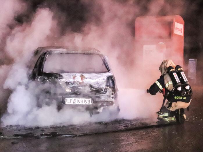 En bilbrand i Alafors natten till måndag.  Bild: Christer Grändevik