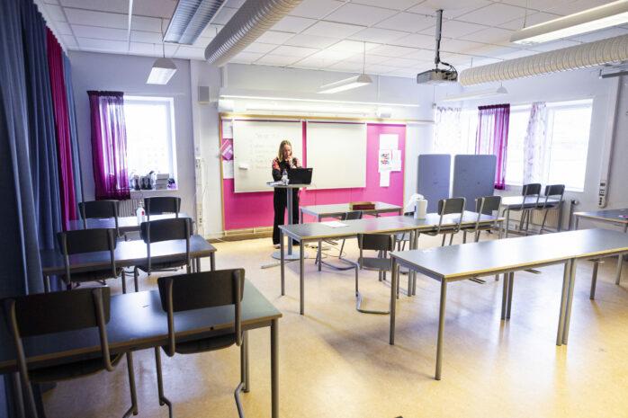 Skolundervisningen för kommunens högstadieelever sker i nuläget på distans på grund av den rådande smittspridningen. Alekuriren var med under en svenskalektion på Bohusskolan.