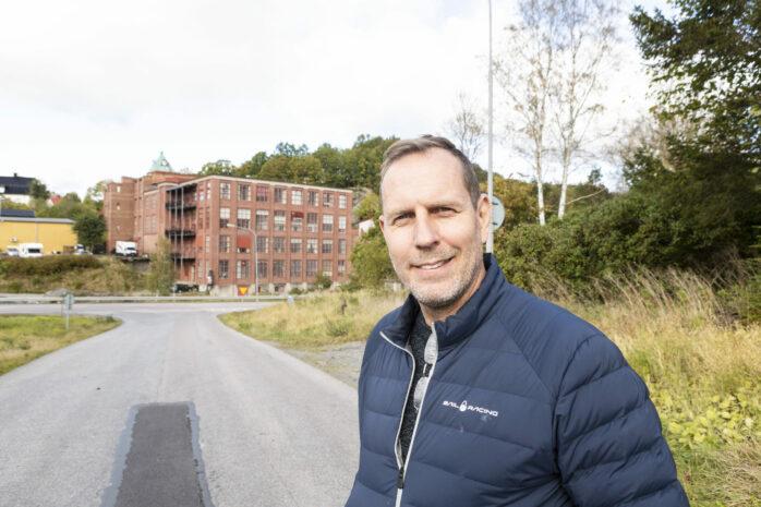 Anders Lundin på Aleföretaget Lightray Productions planerar för en dokumentärfilm om Ahlafors gamla spinnerifabrik.