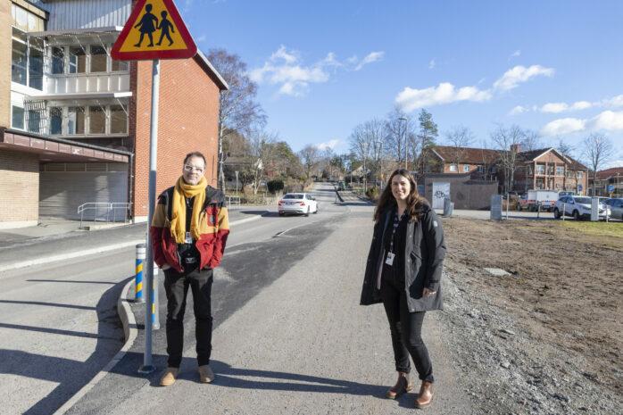 Samhällsbyggnadsnämndens ordförande Henrik Fogelklou och trafikingenjör Katarina Lagerkvist.