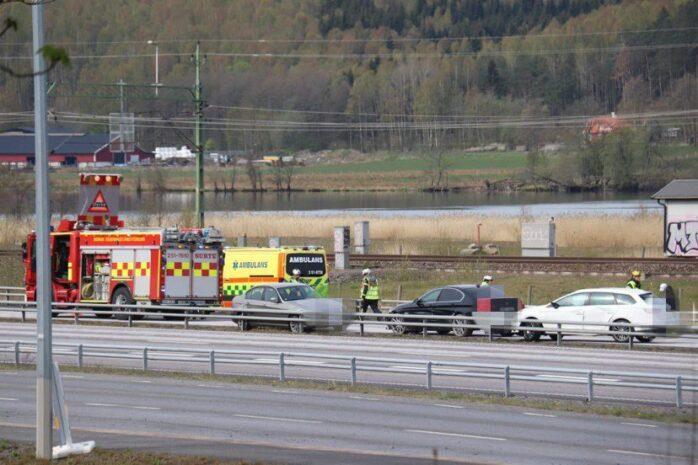 Tre personbilar kolliderade på E45 i höjd med Klädkällaren på måndagsförmiddagen.