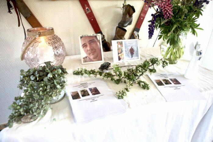 Ett år har gått sedan Andreas hittades avliden i Kungälv. På måndagen anordnades en minnesstund i Alebacken.