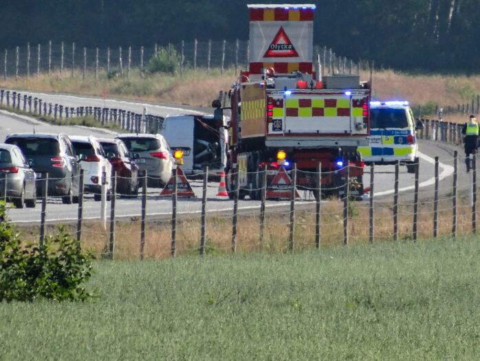 En skadad kvinna fördes med ambulans till sjukhus efter en allvarlig trafikolycka på E45 i höjd med Lödöse. Foto: Christer Grändevik