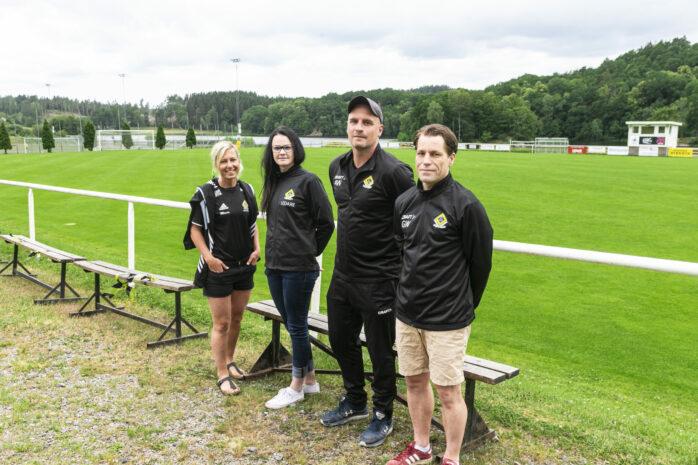 Ahlafors IF startar ett damlag. Maria Zetterlund, Therese Stenlund, Andreas Werder och Gert Waldén från damkommittén hoppas att föreningen om några år kommer att ha ett stabilt lag som innehåller mestadels yngre spelare.