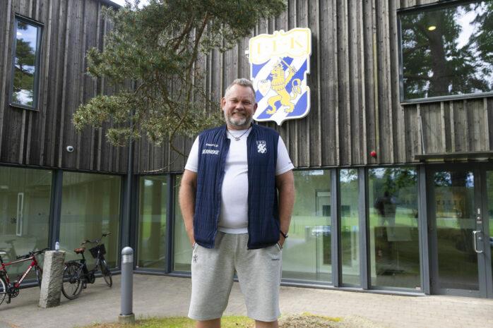 Gustav Hessfelt har arbetat som koordinator i IFK Göteborg sedan 2008. 50-åringen från Alafors trivs med tillvaron i en av Sveriges största fotbollsklubbar.