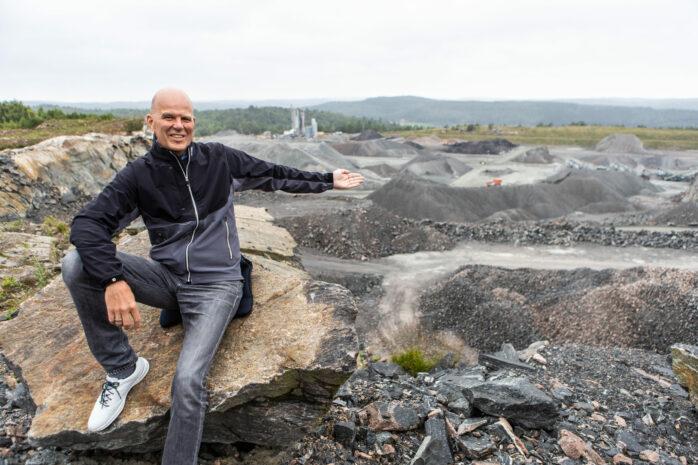 Per Brohagen, näringslivschef i Ale, tror och hoppas att Volvo Cars batterifabrik kan landa på höjden i Stora Viken. Läget är suveränt, liksom markförhållandena.