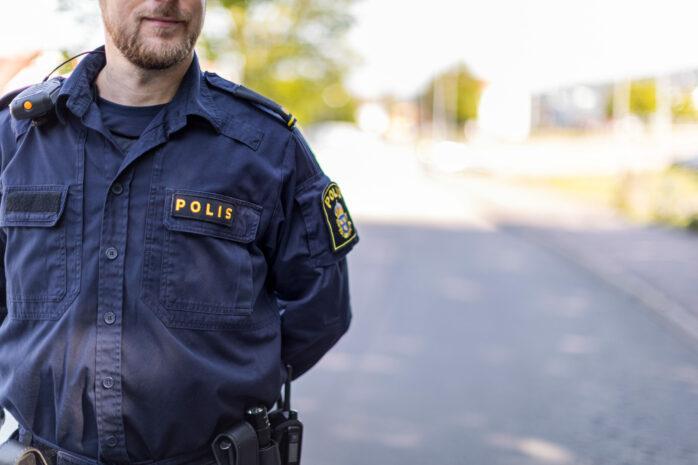 Det pågår just nu en stor polisinsats i Västerlanda i Lilla Edets kommun.